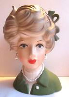 Superbe Vase vintage en barbotine: Buste de Femme au ruban vert