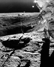 Apollo 16 Astronaut John Young auf Lunar Oberfläche 8x10 Silber Halogen