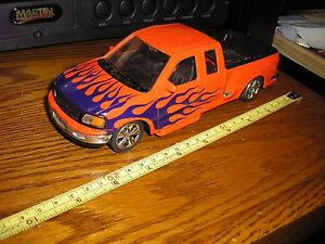 """Nice 1/25 8 1/4"""" Welly Ford F-150 Flareside Supercab Pickup Truck with Flames"""