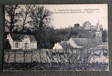 CPA ou CPSM. CHEVREUSE. 78 - Le Chateau de la Madeleine et l'Eglise. Maisons.