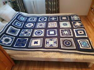 Häkeldecke Granny Squares aus Wolle Schachenmayr Bravo Acryl blau grau weiß mint