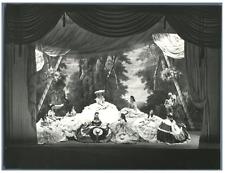 Paris, Théâtre Mogador, Violettes Impériales  Vintage silver print Tirage arge