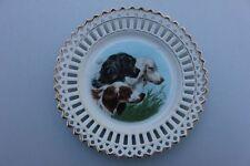 Durchbrochener Porzellan-Teller mit Jagdhunden, um 1900