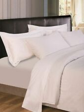 Draps-housses blanches pour le lit Chambre