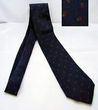 Cravatta blu con decorazioni verdi e rosse. 100% Seta. Usato.