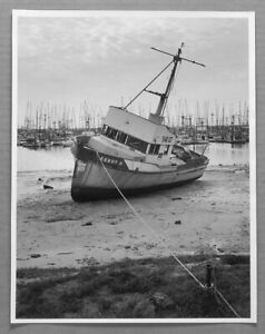 """DON CAMERON (1943-2016) KEEP OFF!! KENNY B. GROUNDED BOAT 10""""X13"""" PHOTOGRAPH"""