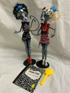 Monster High doll set-Zombie Shake-Werecat twins Purrsephone & Meowlody
