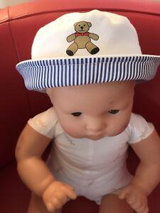 MOSCHINO BABY DESIGNER  12 MO WHITE UNISEX SAIILOR HAT SPECIAL GIFT  BOX    NEW