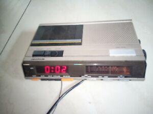 Ancien Radio-réveil Cassette Universum