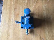 USED VICKERS REDUCING VALVE XCG-03-F 21WITH QUICK FITTINGS AND MOUNTING BLOCK