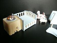 Sylvanian Families Nursery Bundle bébé avec travail lumière nuit, cheval à bascule