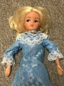 VINTAGE PEDIGREE  SINDY  DOLL WITH SWEET DREAMS DRESS  HONG KONG