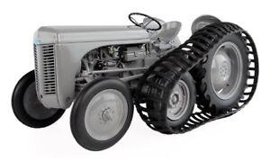 5303 UNIVERSAL HOBBIES 1947 Ferguson TEA 20 tractor Half tracks BOXED 1:16 New