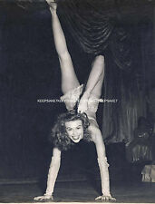 BEAUTIFUL LADY ACROBAT SEXY LEGGY 7 5/8 X 10  PHOTO LEGS FEET TOES Z-A NEW TWIST
