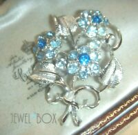SIGNED 1950s VINTAGE DESIGNER  FORGET ME NOT FLOWER CRYSTAL RHINESTONE BROOCH
