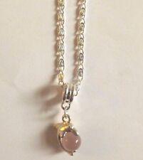 collier argenté avec pendentif dauphin perle oeil de chat mauve rosé