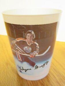 """Vintage 1980's WAYNE GRETZKY No. 99 EDMONTON OILERS 7 Up 3 3/4"""" Plastic Cup"""