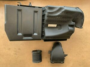 2005-2010 Volvo S40 / V50 2.4L Air Cleaner Box Assembly 30677194 OEM