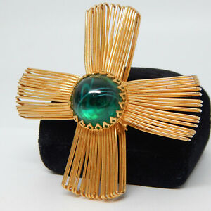 MID-CENTURY RUNWAY COUTURE GRIPOIX POURED GREEN GLASS MALTESE CROSS PIN BROOCH