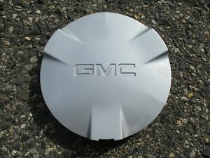 One 2002 to 2004 GMC Envoy silver painted alloy wheel center cap hubcap 9593388