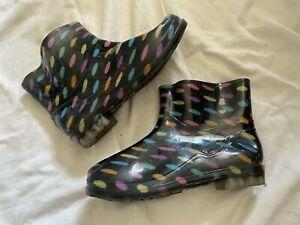 Woman Black w Muti Colored Ovals Rubber Rain Boots Eur size 41 apx a Usa size 7.