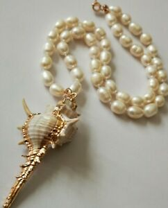 LOVELY WHITE NATURAL FW PEARL NECKLACE WITH STUNNING SEA SHELL PENDANT