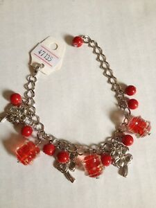 NEW Bracelet Red Glass Beads & Plastic Silvertone 4 Leaf Clover  (511)