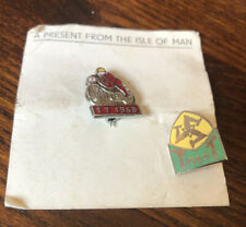 2 X VINTAGE 1968 ISLE OF MAN TT RACING MOTORCYCLES MOTORBIKE ENAMEL PIN BADGES