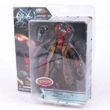 HELLBOY - Figura de Acción Hellboy II + arma, Mezco, Action figure 20 cm