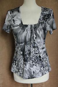 Short Sleeve Black & White Floral Pattern Stretch Top - Size S* - ALEX & Co.