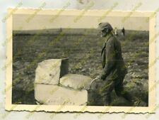 Foto, Wehrmacht, Flüchtling mit Kinderwagen, Rawa Mazowiecka, Polen, d 21086