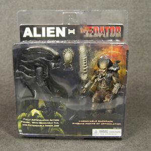 2pcs Deluxe Pack Alien & Predator Statue Classic Action Figures Collection Toy