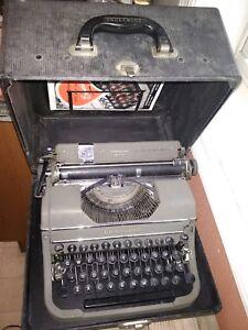 Vintage Underwood Champion Manual Portable Typewriter 1940s Case Manuals works