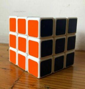 Rubik's cube 6 x 6 x 6 cm.