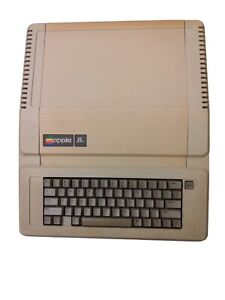 Vintage Apple IIe Computer A2S2064 - Tested + Working