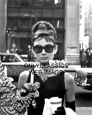 1961 SEXY AUDREY HEPBURN IN SUNGLASSES BREAKFAST AT TIFFANY'S 8X10 MOVIE PHOTO