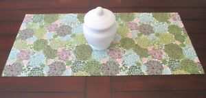 *STUNNING Succulents* Small TABLE RUNNER / 74.5cm x 34.5cm / Handmade GIFT IDEA