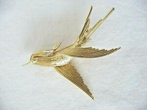 VINTAGE 1970s TRIFARI BIRD IN FLIGHT TEXTURED GOLD TONE METAL BROOCH