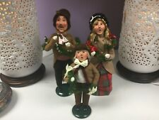Byers Choice The Carolers Traditional Family Garland Decorating for Christmas
