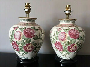 A Pair of Chinese Oriental Jar Ceramic Lamps with Floral Detail on a Wood Base