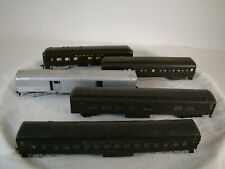 5  very decent HO scale Passenger Cars - lot 21
