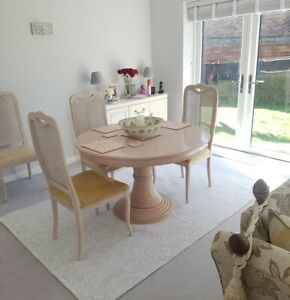 FRENCH PROVINCIAL STYLE LIMED-OAK FINISH EXTENDING DINING TABLE AND 6 CHAIRS