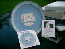 "WEDGWOOD   ENGLAND 8 1/8"" CHRISTMAS 1981 MARBLE ARCH (papers+box)  PLATE"