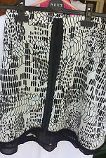 OTTO MODE LADIES SKIRT SIZE 8 BLACK AND WHITE