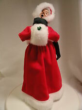2001 Byers' Choice Mrs Santa Claus with Muff Guc