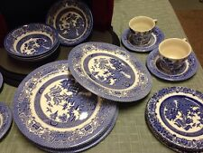 English Ironstone England Blue Willow-Service for four 20 Pieces -
