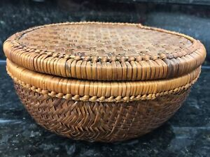 Vtg Round Woven Cane/Rattan Storage Basket with Lid very UNIQUE Basket