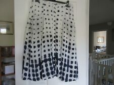 WHITE AND NAVY SKIRT. SIZE 16