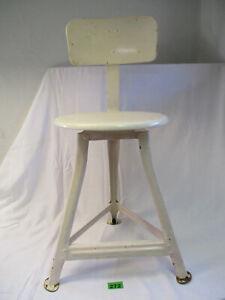alter Werkstatthocker Dreibein Industriedesign Stuhl