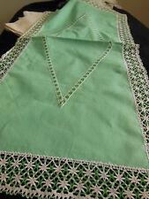 n°14 - trés grand napperon vintage dentelle 42 sur 88 cm jamais utilisé vert